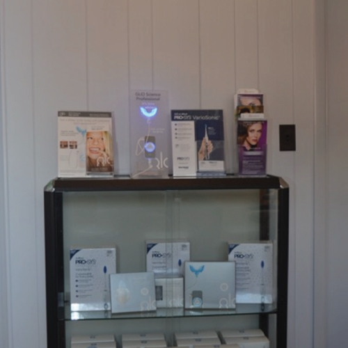 Picture of shelf in waiting room at Todd L. Jolly, DMD, Nutley, NJ